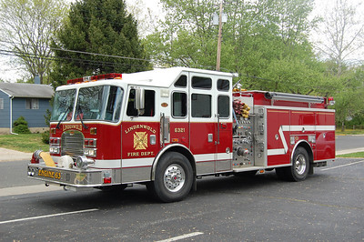 Lindenwold Engine 6321 2004 KME 2250-750 Photo by Chris Tompkins
