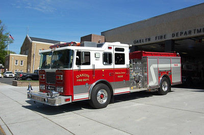 Oaklyn Engine 1832 2001 Seagrave 1250-750 Photo by Chris Tompkins