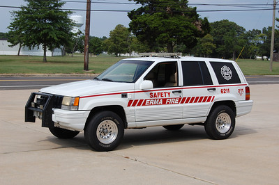 Erma Safty 6211 1995 Jeep Cherokee Photo by Chris Tompkins
