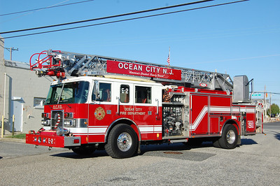 Ocean City Engine 2 2000 pierce dash 75'quint 300 tank 2000gpm Refurbed in 2010  Photo by Chris Tompkins