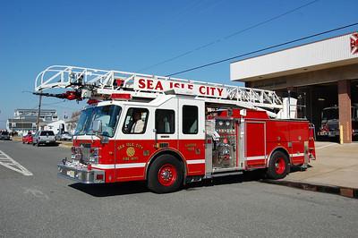 Sea Isle City Ladder 1056 1997 Simon Duplex-LTI 1500-300-75' Photo by Chris Tompkins