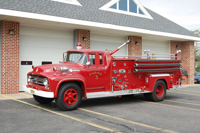 Villas Antque Engine 3 1956 Ford F800-Great Eastern 500-1000 Photo by Chris Tompkins