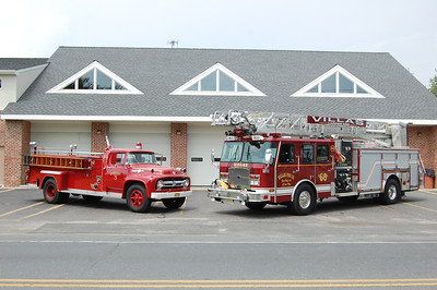 Villas Antique Engine 3 and Ladder 656 Photo by Chris Tompkins
