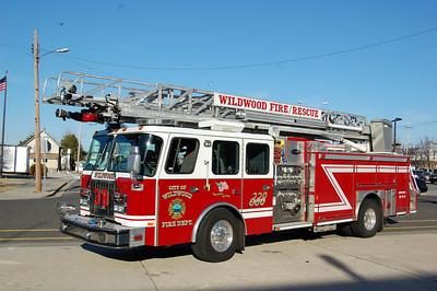 Wildwood Engine 338 2001 EOne 2000-350 75' Photo by Chris Tompkins