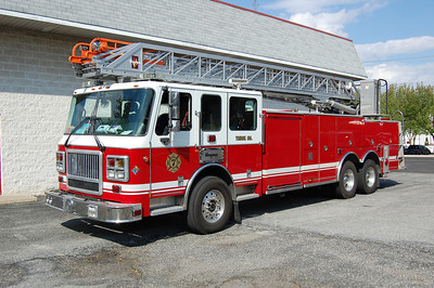Bridgeton Ladder 716 2004 Seagrave 100' On Loan from Seagrave. Photo by Chris Tompkins