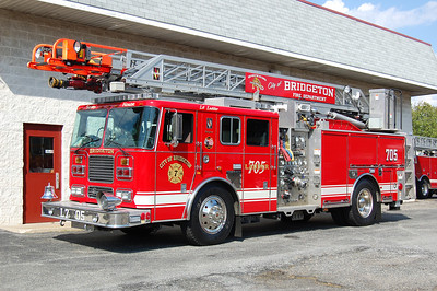 Bridgeton Ladder 705 2004 Seagrave 2000-500-75' Photo by Chris Tompkins