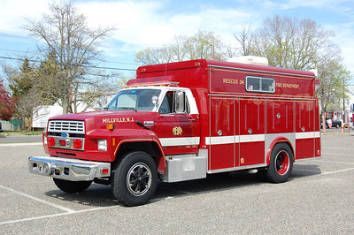 Millville Rescue 34 1992 Ford F800-EVI Photo by Chris Tompkins