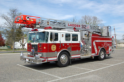Millville Ladder 32 2002 Seagrave Mean Stick 2000-500-75' Photo by Chris Tompkins