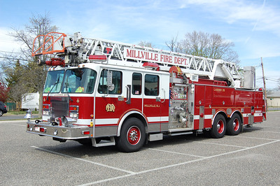 Millville Ladder 35 1996 Spartan LIT 2000-500-110' Photo by Chris Tompkins