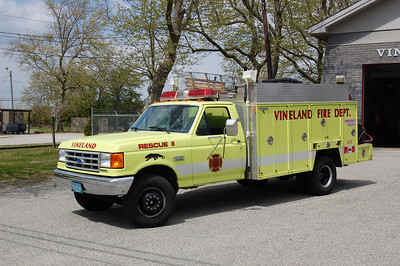 Vineland Rescue 5 1994 Ford F450-Grumman Photo by Chris Tompkins