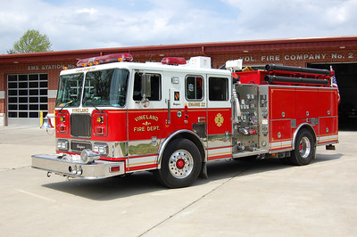 Vineland Engine 22 2004 Seagrave 2000-1000 Photo by Chris Tompkins