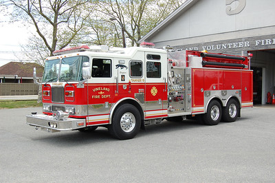 Vineland Tanker 5 2006 Seagrave 1500-2250 Photo by Chris Tompkins