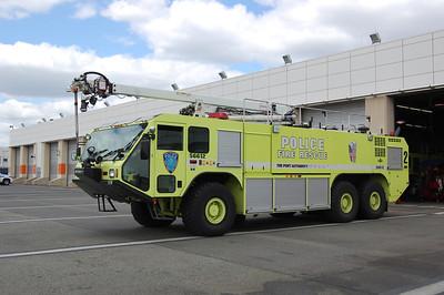 Newark International Airport Crash Truck 2 56612 2003 Oshkosh Striker 1500-3000-400B 55' Snozzle Photo by Chris Tompkins