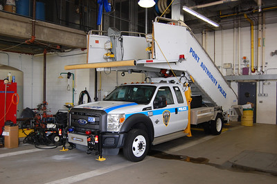 Newark International Airport Stair Truck 2011 Ford F550 Photo by Chris Tompkins