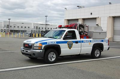Newark International Airport CAFS (Truck 7A) 2002 GMC 150-250 Photo by Chris Tompkins
