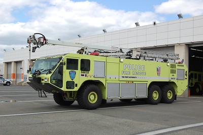 Newark International Airport Crash Truck 4 56632 2003 Oshkosh Striker 1500-3000-400B 55' Snozzle Photo by Chris Tompkins