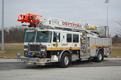 Deptford Quint 946 2006 Segrave Meanstick 75' 1500-500 Photo by Chris Tompkins