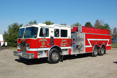 Ferrell section of Elk Twp Tanker 39-23 2000 KME Excel 1500-3000-40A Photo by Chris Tompkins