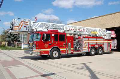 Glassboro Tower 26-16 2010 Spartan - Smeal 2000-300-100' Photo by Chris Tompkins