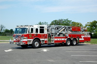 Secaucus Ladder 1 2007 Pierce Dash 100' Photo by Chris Tompkins