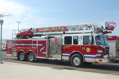 Allenhurst Ladder 90 2010 Spartan Crimson 1500-500-100' Photo by Chris Tompkins