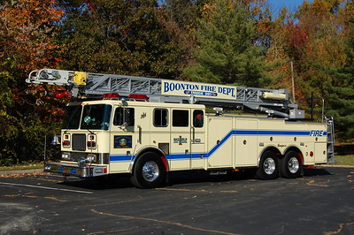 Boonton Truck 301 1998 Seagrave 100' Photo by Chris Tompkins