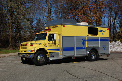 Roxbury Rescue 16 1999 International 4900 - Saulsbury Photo by Chris Tompkins