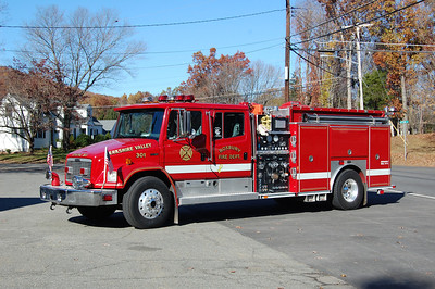 Roxbury Engine 31 1998 Freightliner FL80 - E-One 1250-1000-30B Photo by Chris Tompkins