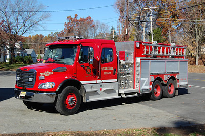 Roxbury Tender 32 2010 Freightliner-Sutphen 1250-2800 Photo by Chris Tompkins