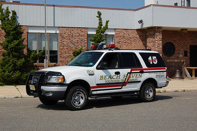 Beach Haven Utility 1504 1999 Ford Expedition Photo by Chris Tompkins