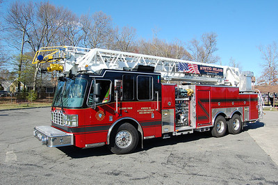 Mystic Island Ladder 7205 2012 Ferrara 2000-480-20A-107' Photo by Chris Tompkins