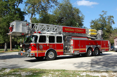 Nassau County Fl Tower 20 2002 E-One 2000-250-95' Photo by Chris Tompkins