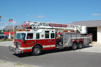 Fernandina Beach Ladder 102 2002 Pierce Lance 1500-750-75' Photo by Chris Tompkins