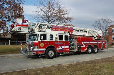 North Bellmore Tower 657 2001 Pierce Lance 1500Gpm 100' Photo by Chris Tompkins