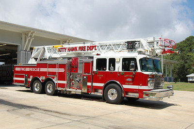 Kitty Hawk Ladder 13 2005 Spartan - Smeal 2000-350-105' Photo by Chris Tompkins