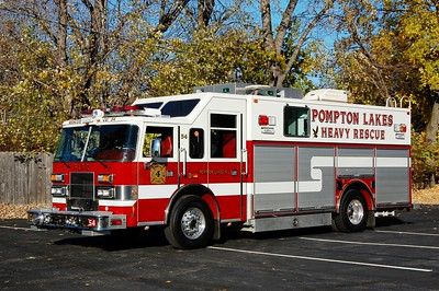 Pompton lakes Rescue 54 2000 Pierce Sabre  Photo by Chris Tompkins