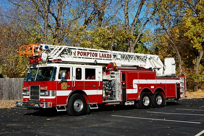 Pompton lakes Ladder 52 1999 Pierce Dash 1500-500-105' Photo by Chris Tompkins