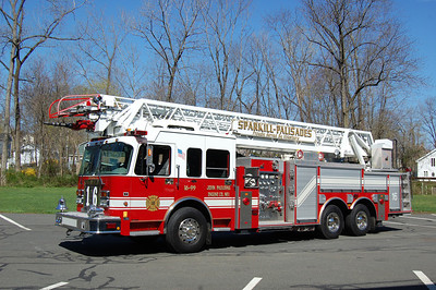 Sparkill Truck 16-99 2003 Spartan-Smeal 2000-300-105' Photo by Chris Tompkins