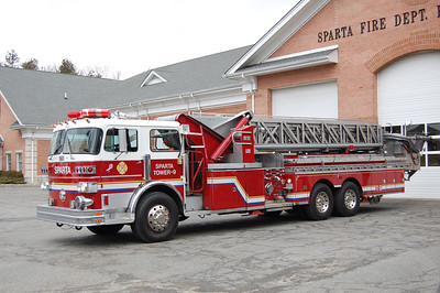 Sparta Tower 9 1975 Sutphen 1250-0-95' Aerial Tower  Ex-Plainview, NY Photo by Chris Tompkins