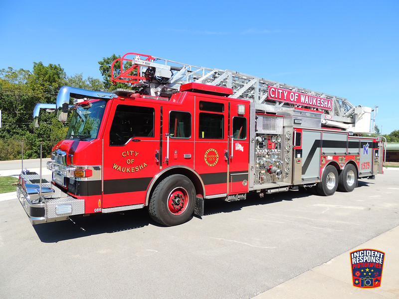Waukesha Fire Dept. Ladder Truck 1575