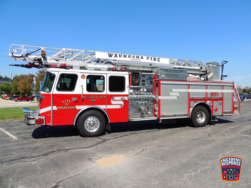 Waukesha Fire Dept. Ladder Truck 1571