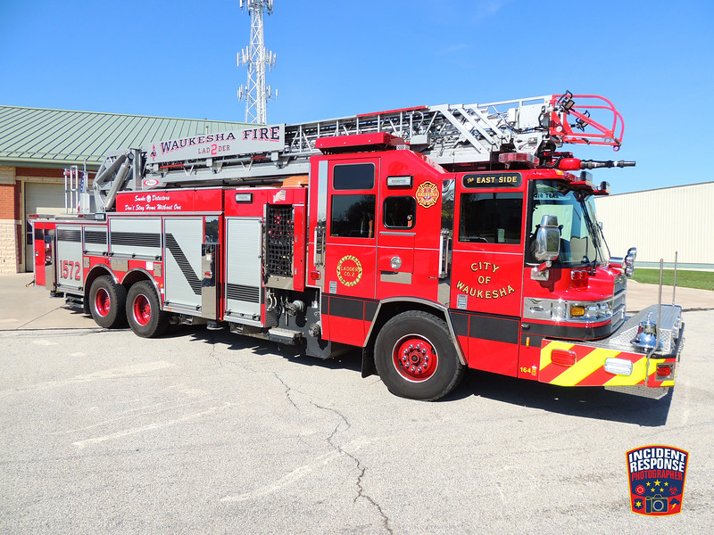 Waukesha Fire Dept. Ladder Truck 1572