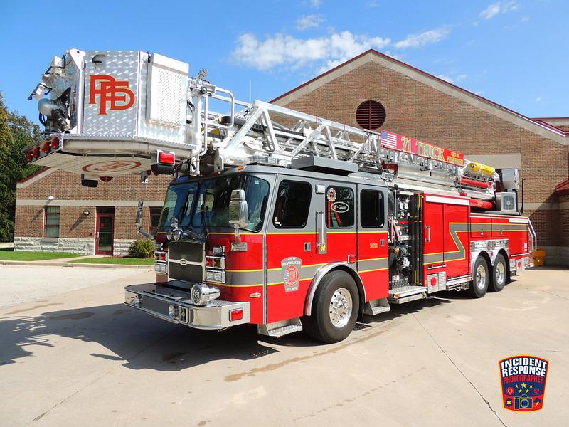 Pewaukee Fire Dept. Ladder Truck 2871