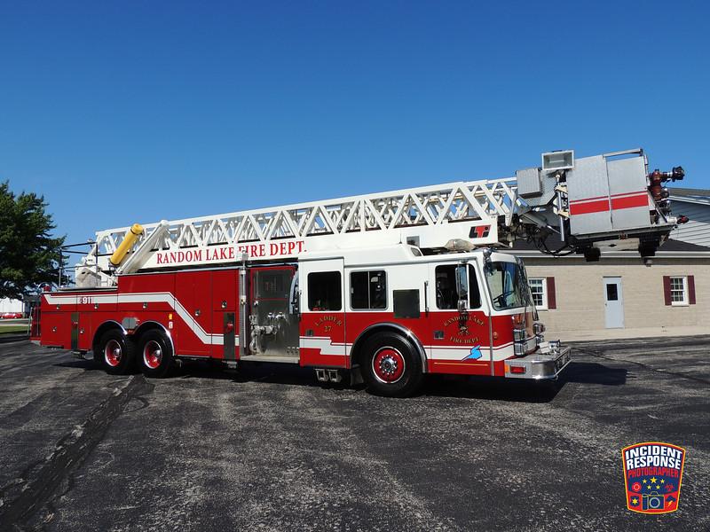 Random Lake Fire Dept. Ladder Truck 27