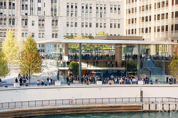 Apple Michigan Avenue Grand Opening
