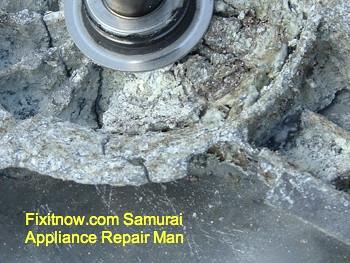 Whirlpool Duet Washer Drum Spider Corrosion: Hub Closeup