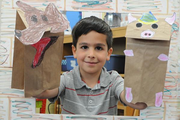 """""""Los Tres Cerditos"""" in Kindergarten Spanish"""