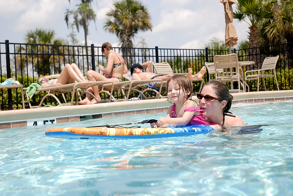 4/12/07 Family at the Solivita Pool