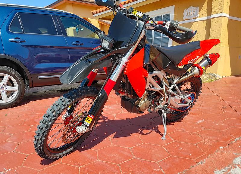 Aprilia SXV450 -  (2)