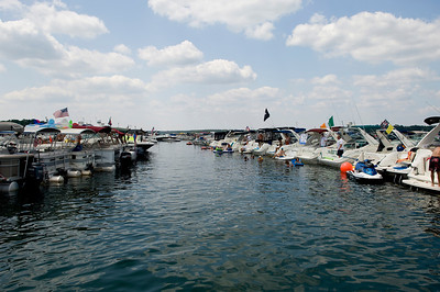 Raft up 706